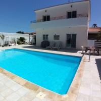 Beautiful 5 bedroom Villa with private swimming in Pyla