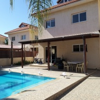 3 bedroom house with private swimming pool and walking distance from the beach in Dhekelia area
